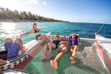 Excursión de navegación en vela y buceo de superficie para grupos...