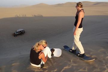 Experiencia de sandboarding y paseo en buggy en Huacachina y...