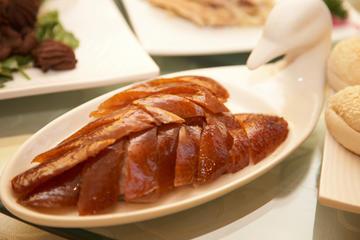Tour nocturno por Pekín con espectáculo acrobático y banquete de pato...