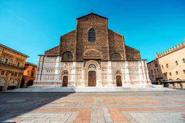Bologna City Center Private Tour with a Local Guide