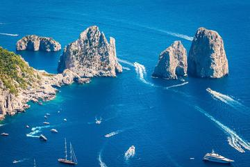 Exklusives Boot nach Capri ab Neapel...