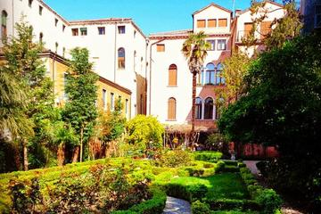 Secret gardens of Venice in the Dorsoduro district with Cichetti tasting