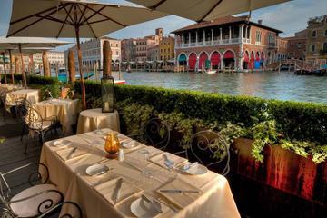 Tour del Mercato di Rialto di Venezia con cibo e vino all'ora di