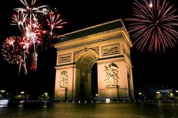 パリでの大晦日イルミネーション&ディナーツアー