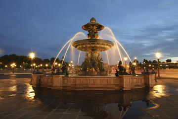 パリの小グループツアー: 夜のミニバスツアーと…