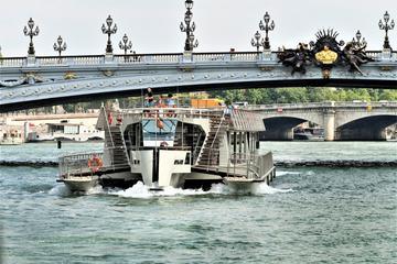 パリの市内観光ツアーとセーヌ川クルーズ