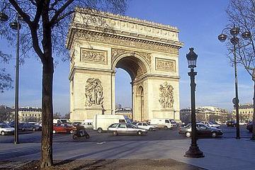 Bytur i Paris i minibus, Louvre og sejltur på Seinen med frokost