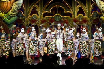 Cena y espectáculo en el Moulin Rouge con recogida en el hotel