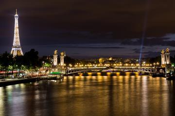 Eiffeltårnet, elvecruise på Seinen og forestilling på Moulin Rouge