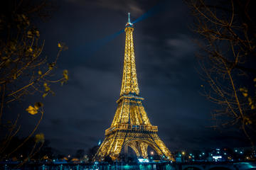 Eiffeltornet, show på Moulin Rouge och kryssning på Seine