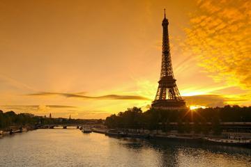 Jantar na Torre Eiffel e cruzeiro no...
