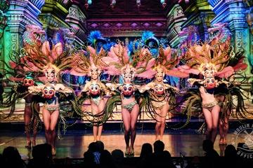 París: Cena y espectáculo en el Moulin Rouge con transporte incluido