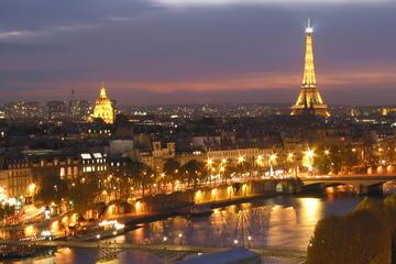 Tour di Parigi con le luci di Natale