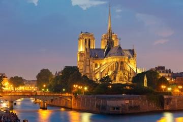 Tour nocturno de París iluminado