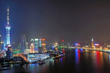 Flussfahrt auf dem Huangpu und Abendtour Bund City Lights durch...