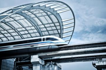 Round-trip Transfer by High-Speed Maglev Train: Shanghai Pudong...