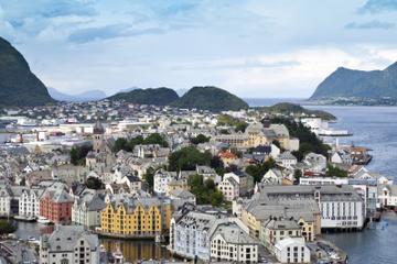 Tur i Ålesund mens du er på land: Hopp-på-hopp-av-tur med City...