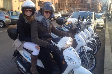 歴史の街ローマをスクーターで巡る終日プライベー…