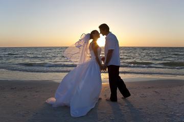 Burgerlijke huwelijksceremonie op een strand in Miami