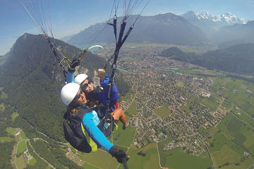 1.5-Hour Tandem Paragliding Tour from Interlaken