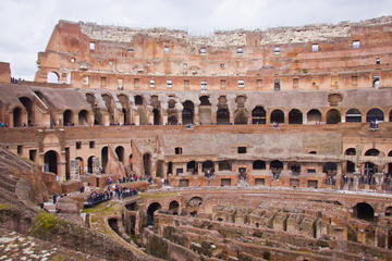 Rundtur till fots i Colosseum och antika Rom i liten grupp