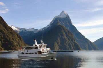 Besichtigungs-Bootsfahrt auf dem Milford Sound