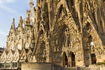 Barcelona supereconômica: Excursão à La Sagrada com acesso evite as...