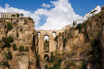 Escursione a terra a Malaga: tour privato di un giorno a Ronda con