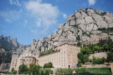 Halvdagsresa  från Barcelona till kungliga basilikan i Montserrat