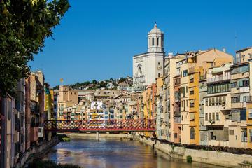 Recorrido guiado de un día a Gerona y Montserrat desde Barcelona