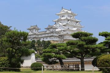 Castillo Himeji y puente de Akashi Kaikyo desde Kioto