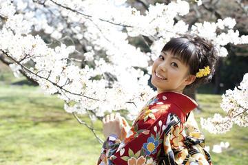 Excursão a pé por Gio em quimonos tradicionais