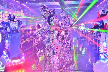Kabaretforestilling på Tokyo Robot på kvelden