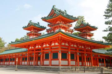 Reis med kuletog fra Tokyo til Kyoto, og bli med på sightseeing i...