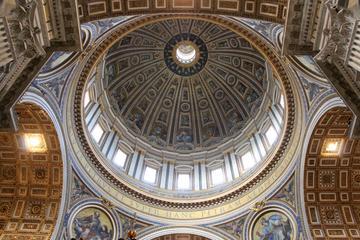 Acceso sin esperas: Visita a los Museos Vaticanos con las Estancias...
