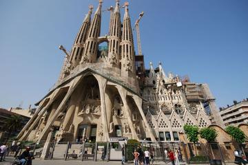 Excursión privada: Visita turística de día completo de Barcelona