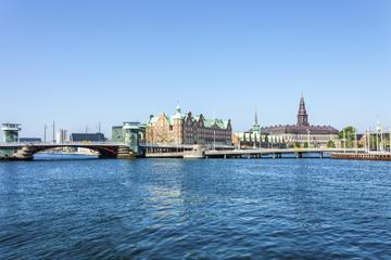 Crucero de los puentes de Copenhague en una barcaza