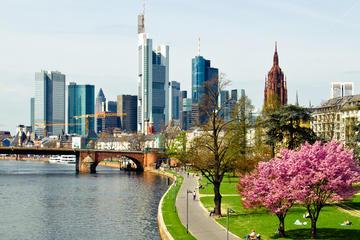 Visita turística privada de Frankfurt con transporte aéreo de de ida...