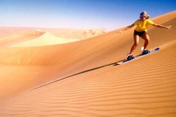Safari con veicolo 4x4 e sandboarding a Dubai