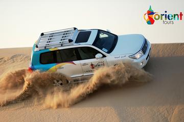 Woestijn van Dubai: scheuren door de duinen in een 4x4, zandsurfen ...