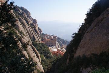 Experiencia de senderismo guiada por Montserrat desde Barcelona