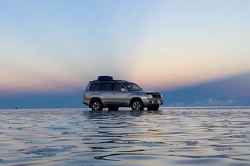 Private Day Trip from La Paz to Uyuni Salt Flats by Flight