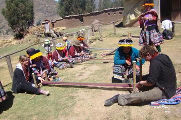 Tour cultural textil en la tierra de los Yachaq con almuerzo incluido