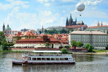 Lunchcruise op de rivier de Moldau in Praag