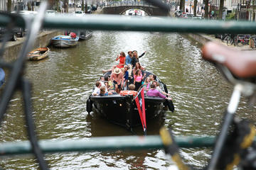 Rondvaart van 75 minuten in Amsterdam met gratis drankjes