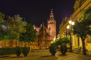 Abendlicher Rundgang durch das Viertel Santa Cruz in Sevilla mit...