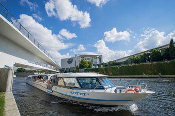 ベルリンの乗り降り自由のおしゃれ地区のツアーにはスプリー川ボートクルーズが含…