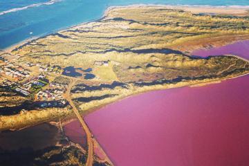 Prachtige rondvlucht over Pink Lake ...