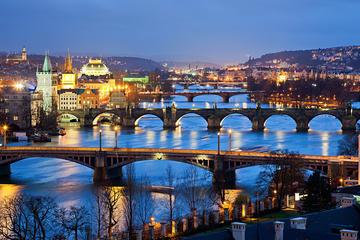Stadsrundtur i Prag med buss med valfri båttur, Karlsbromuseet och ...
