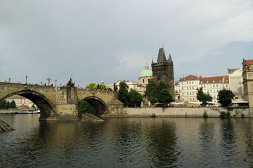A City tour em Praga inclui o Castelo de Praga e a Troca de Guarda...